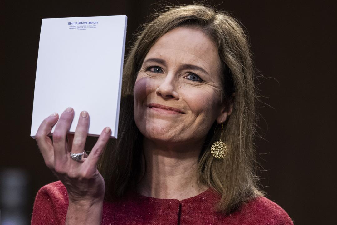 2020年10月13日,美國最高法院大法官提名人艾米·康尼·巴雷特(Amy Coney Barrett)出席參議院司法委員會確認聽證會。