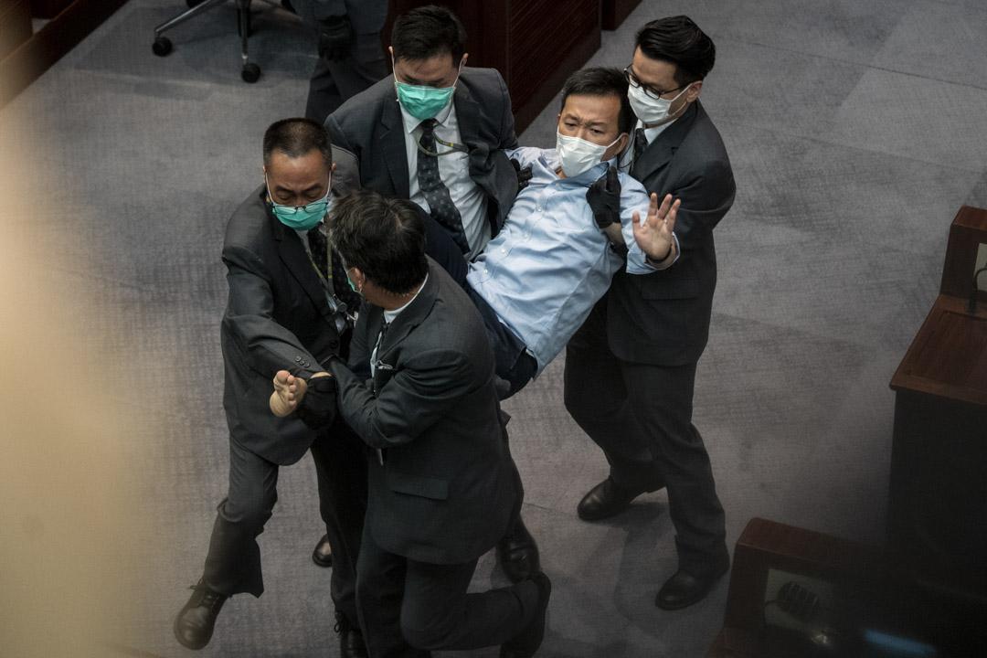 2020年5月8日,立法會內務委員會出現混亂,期間陳志全遭保安抬走。