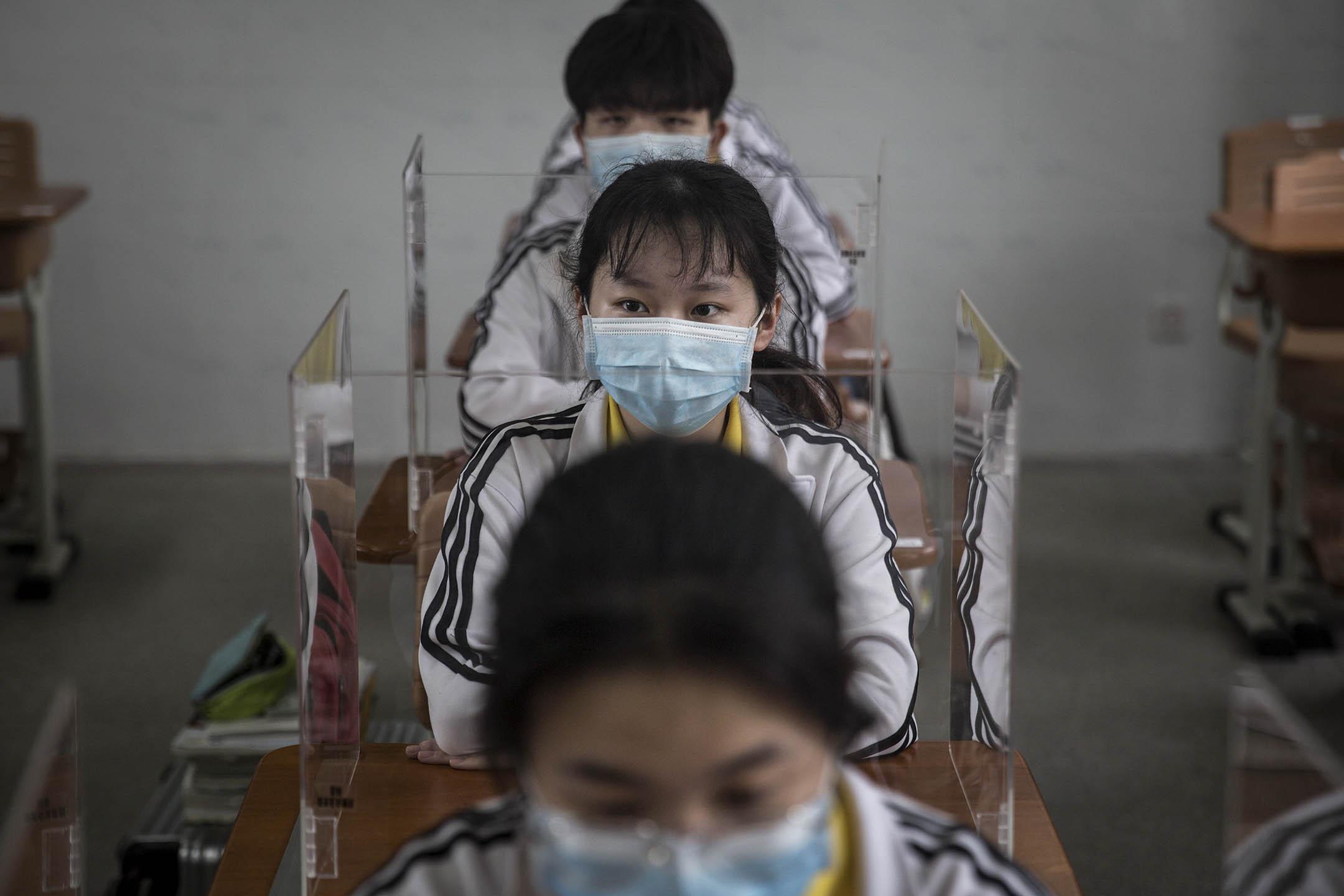 2020年5月6日,武漢一位高中生準備上課。 圖:Getty Images