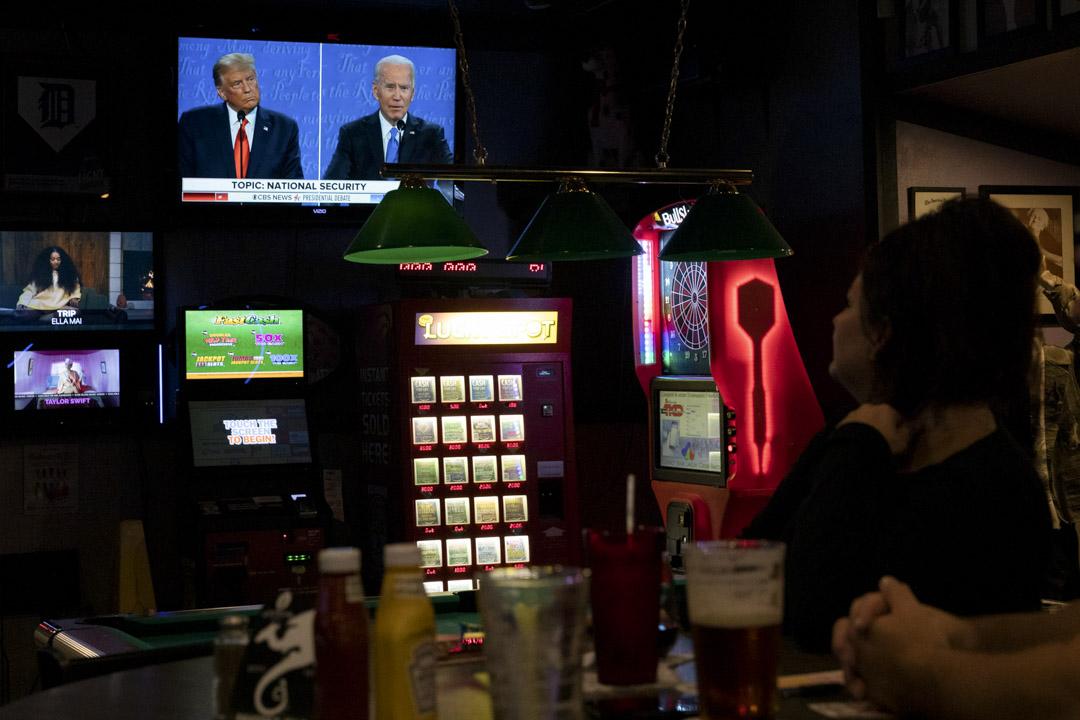 當地時間10月23日晚,現任總統特朗普與民主黨候選人拜登舉行了最後一場競選辯論。 攝:Emily Elconin/Bloomberg via Getty Images