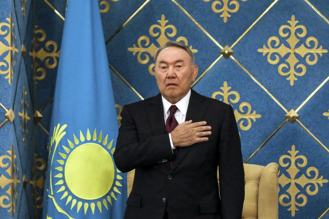 2019年3月20日:哈薩克斯坦前總統Nursultan Nazarbayev 在臨時總統Kassym-Jomart Tokayev的就職典禮上。