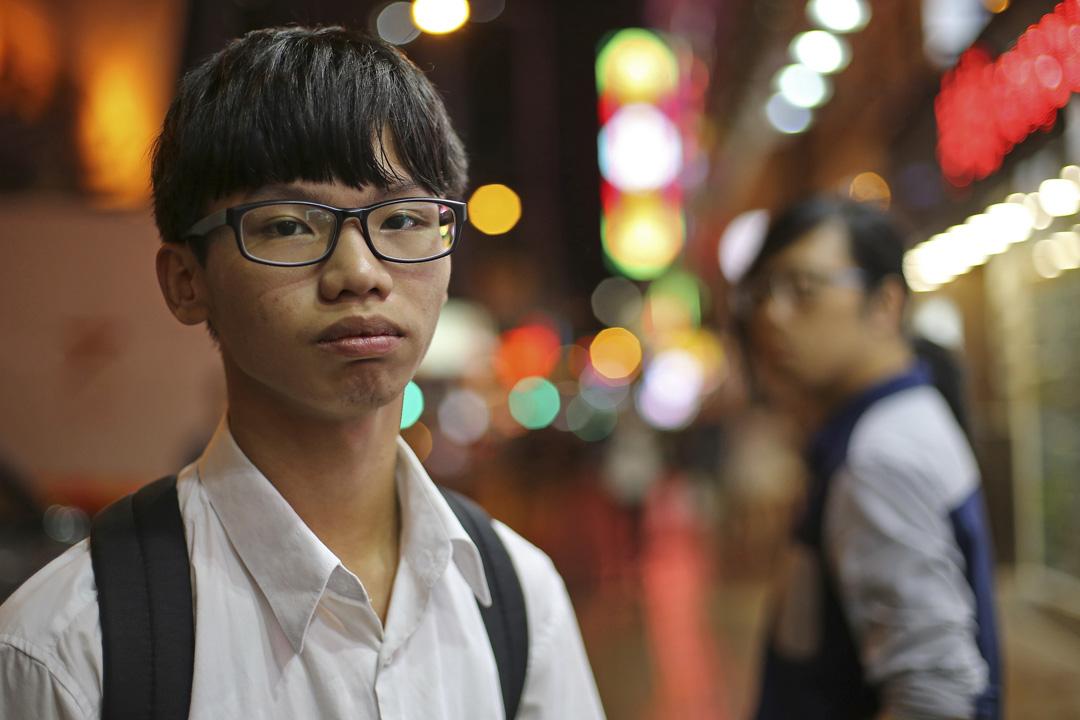 2020年10月26日,原定今日到警署報到的前學生動源召集人鍾翰林,被警方國安處人員拘捕。圖為2017年11月13日,前學生動源召集人鍾翰林接受媒體訪問。 攝:Dickson Lee/South China Morning Post via Getty Images