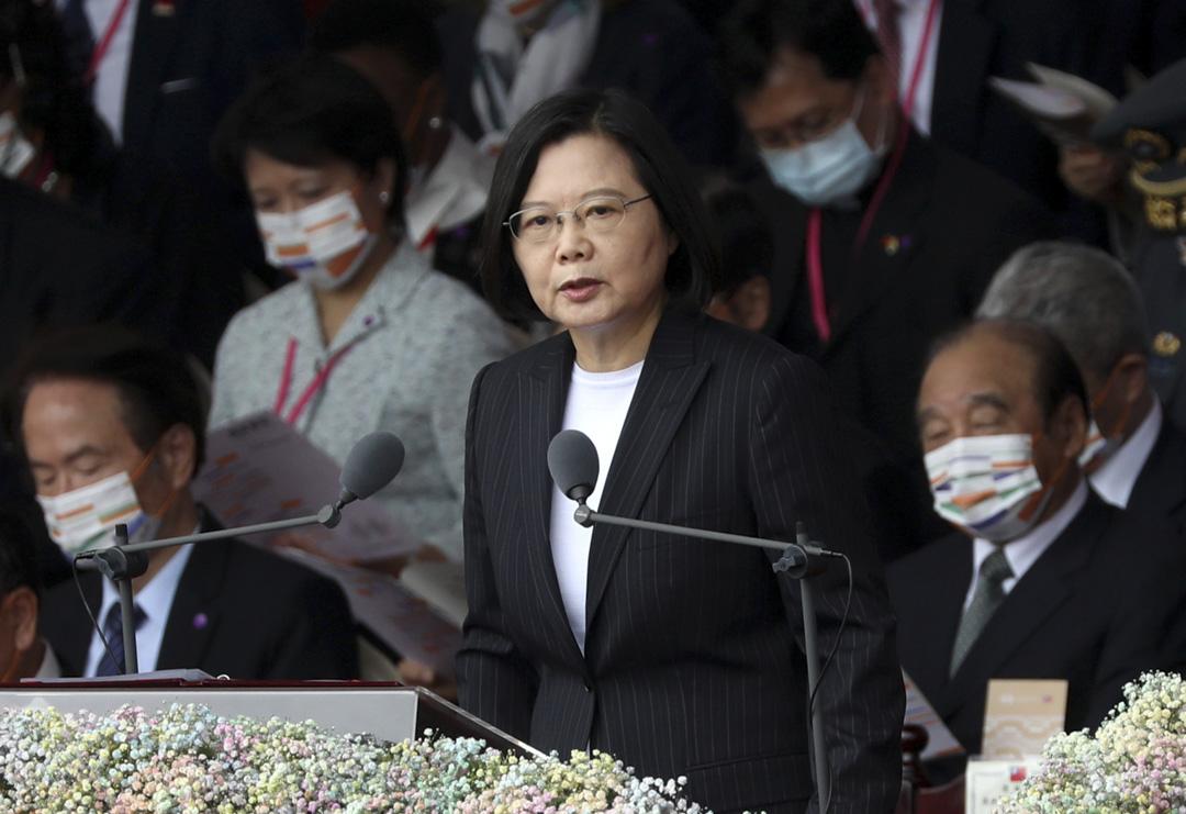 2020年10月10日,台灣總統蔡英文在國慶慶典期間在總統府前發表演講。 攝:Ann Wang/Reuters/達志影像