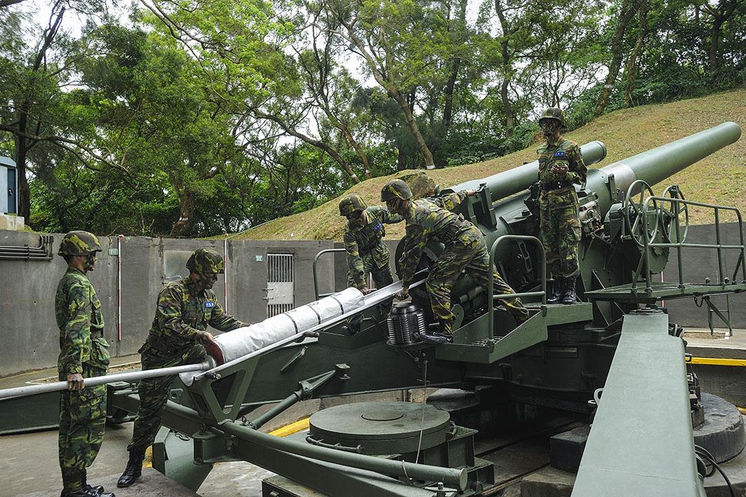 2013年5月8日馬祖,駐紮在島上的軍人進行軍事演習。