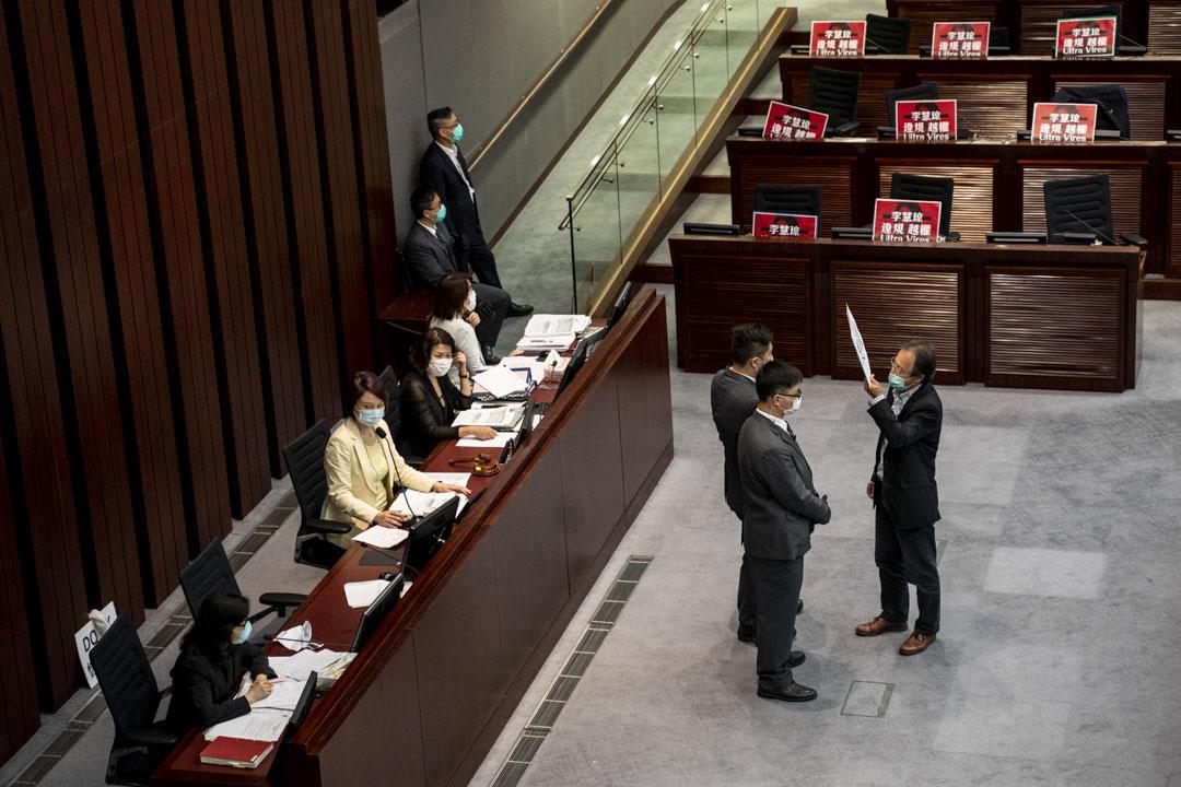 2020年5月8日,立法會內務委員會出現混亂,張超雄持續高呼「李慧琼你越權」,喊了半小時後被保安抬走。