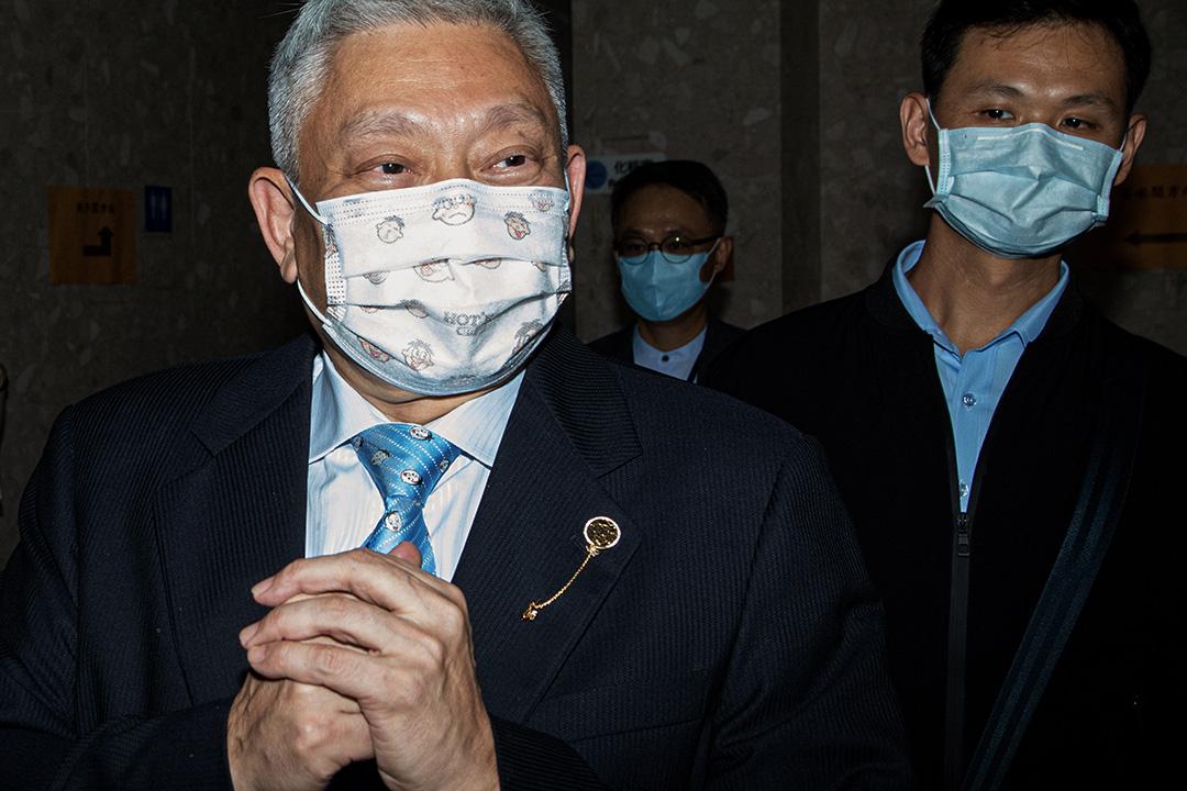 2020年10月26日台北,旺旺中時媒體集團董事長蔡衍明在台北聽證會前對媒體發表講話。