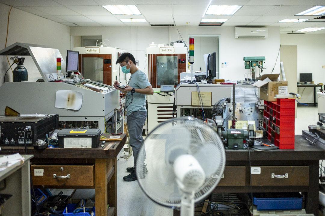 李錦雄的電子廠。