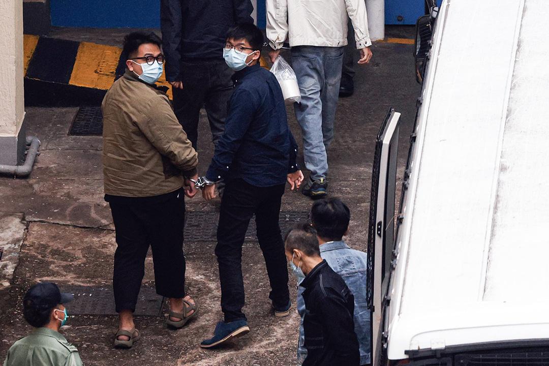 2020年11月23日香港,於2019年6月21日包圍警總的黃之鋒及林朗彥,承認煽惑未經批准集結等控罪,法庭裁定罪名成立,還柙候判。 攝:Tyrone Siu/Reuters/達志影像