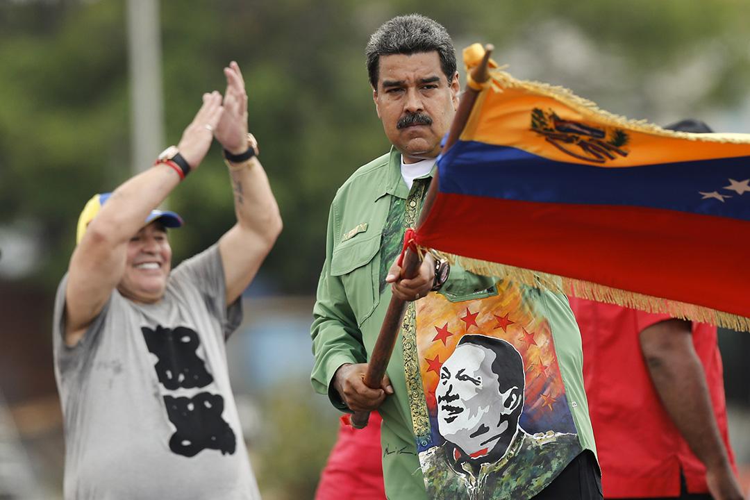 2018年5月17日,委內瑞拉總統尼古拉斯·馬杜羅(Nicolas Maduro)與馬勒當拿同在競選集會中,他揮舞著委內瑞拉國旗。