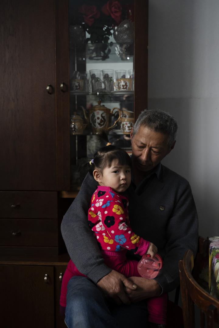 2020年1月13日,吉爾吉斯斯坦,米爾方, 一個東干孩子拍肖像。 近年來,父母和祖父母開始用東干語言教孩子,並與他們交談,以期保持他們的文化語言的活力。
