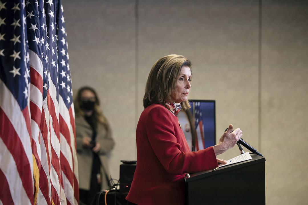 2020年11月3日在美國華盛頓國會山莊的民主黨全國委員會總部,眾議院議長佩洛西(Nancy Pelosi)會見傳媒。 攝:Alyssa Schukar / Pool via REUTERS