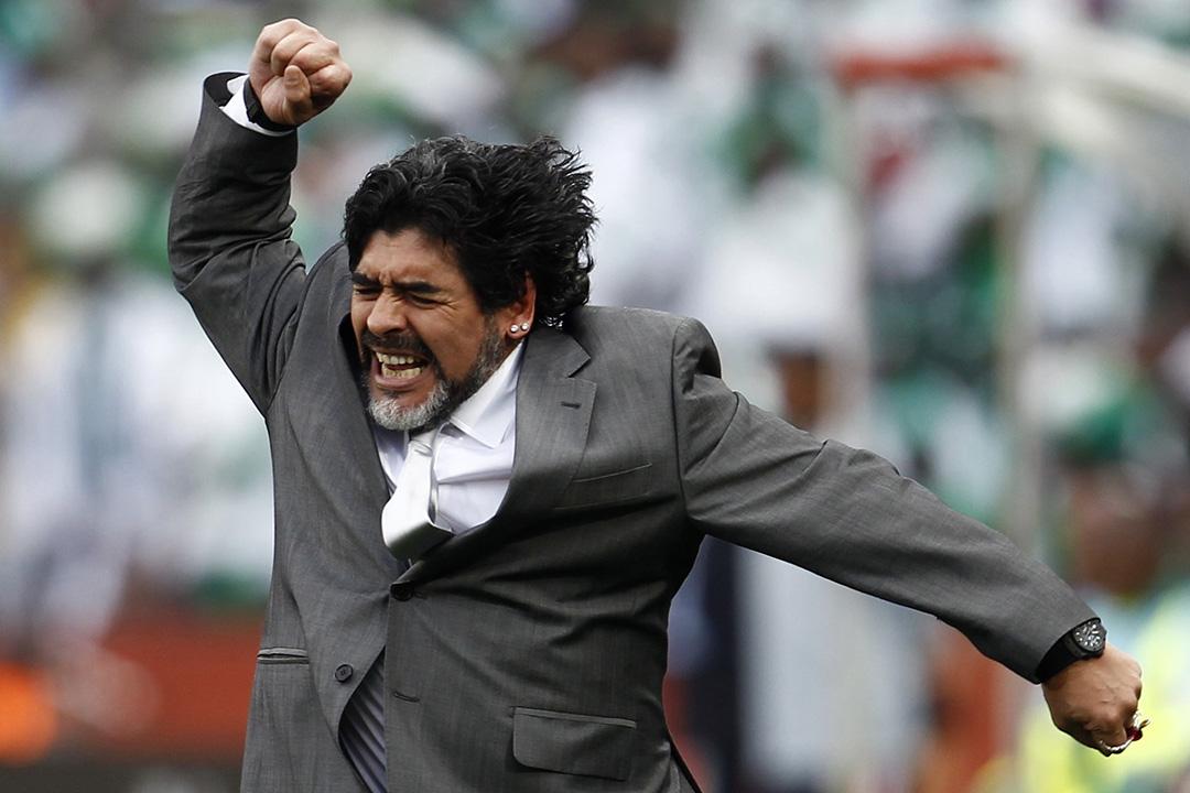 2010年6月12日,阿根廷教練馬勒當拿(Diego Maradona)在約翰內斯堡的埃利斯公園球場舉行世界盃足球比賽中慶祝入球。