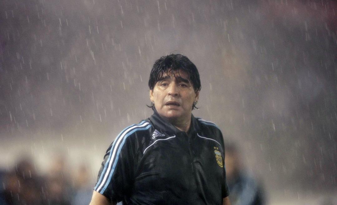2009年10月10日,阿根廷主教練馬勒當拿在2009年世界盃預賽對秘魯的足球比賽中。