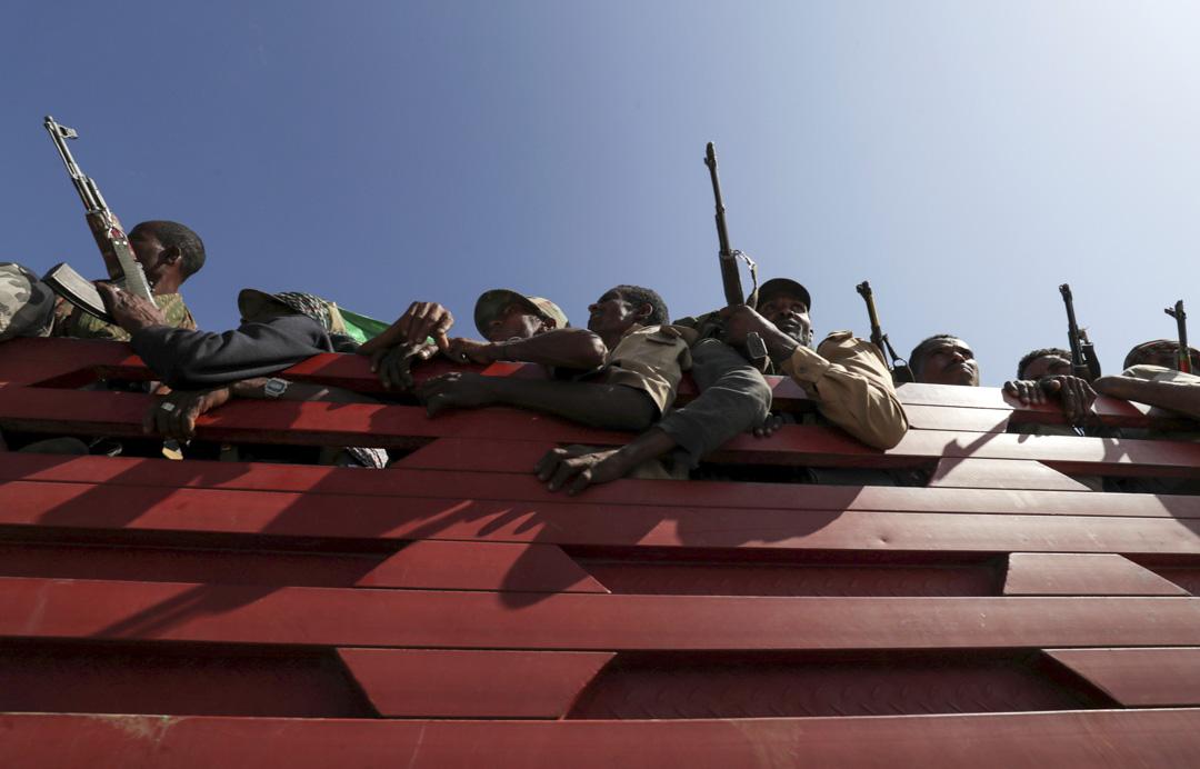 2020年11月9日,埃塞俄比亞阿姆哈拉地區滿載武裝民兵的卡車前往前線支援聯邦政府軍。