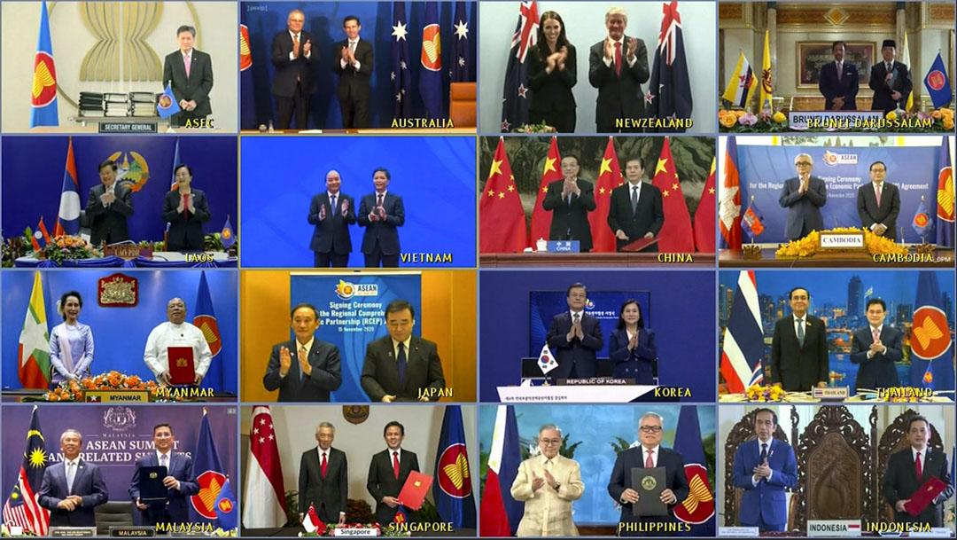 2020年11月15日,區域全面經濟夥伴關係協定(RCEP)簽署儀式採視訊方式,由簽署國的商務部長代表簽署,簽署國的領導人則在一旁觀看。 攝:VNA via AP