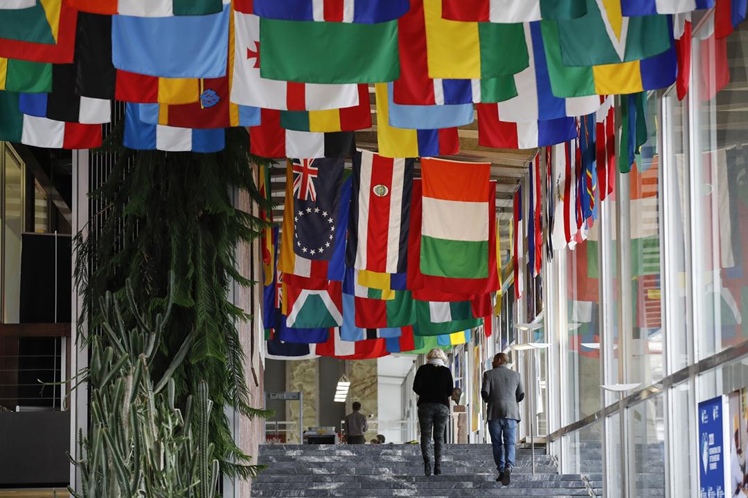 2020年11月16日,世界衛生組織(WHO)首次對外界確認,疫情爆發至今有最少65名總部員工確診染疫,其中一個群聚感染案例在上週出現。圖為位於瑞士日內瓦的世衛總部,攝於2020年3月2日。 攝:Stefan Wermuth / Bloomberg via Getty Images