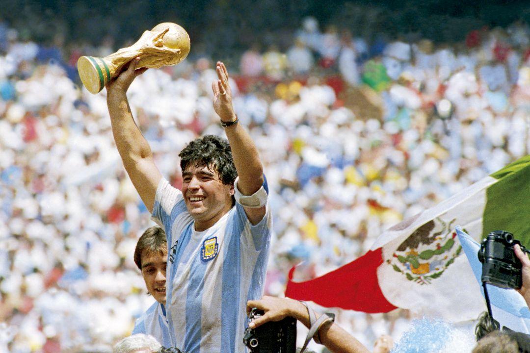1986年6月29日,墨西哥墨西哥城,迪亞高·馬勒當拿(Diego Maradona)帶領阿根廷隊奪得世界盃冠軍。 攝:Archivo El Grafico/Getty Images