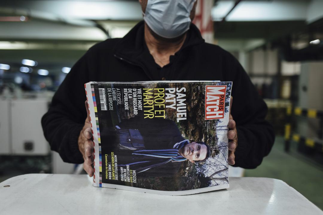 2020年10月21日,法國新聞雜誌Paris Match正在印刷,封面是被一位18歲的車臣青年砍頭殺害的Samuel Paty。