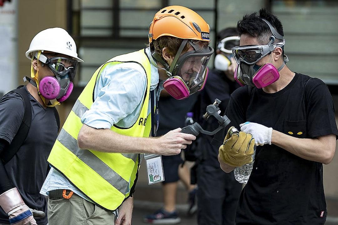 Hong Kong Free Press 總編輯Tom grundy在2019年反修例運動採訪現場。
