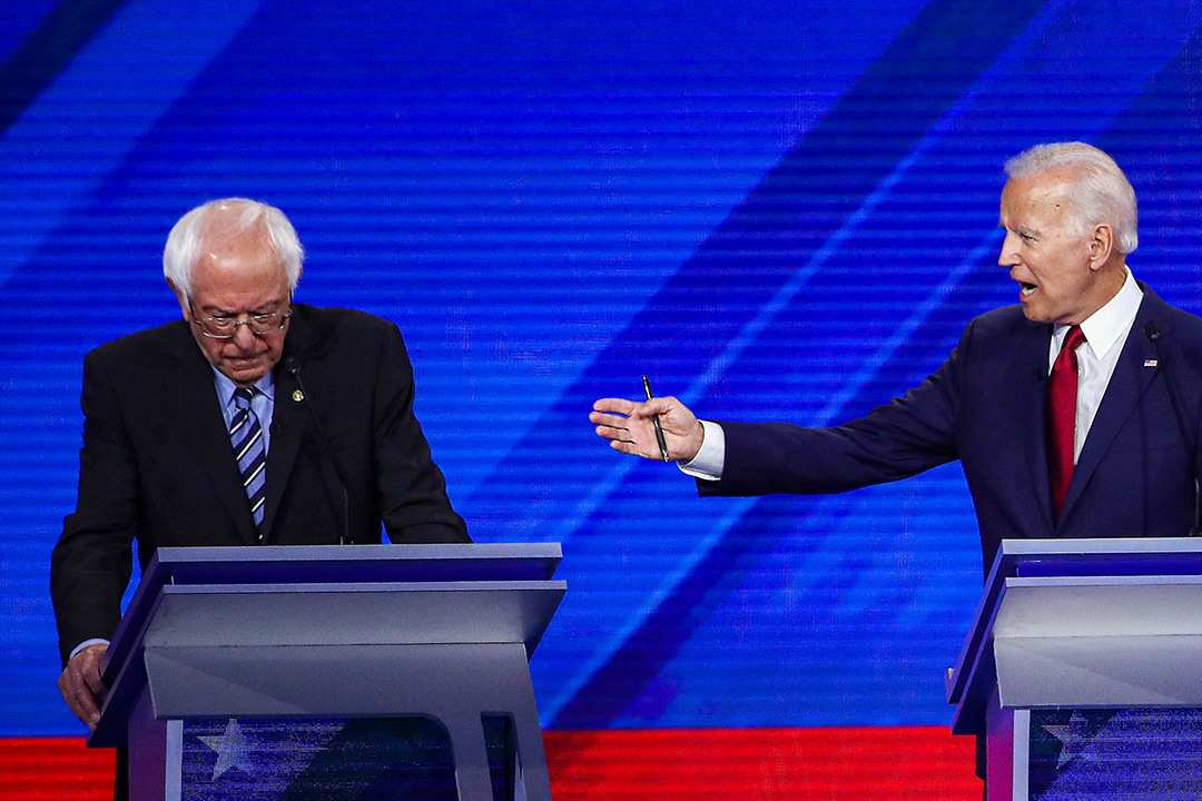 2019年9月12日德克薩斯州休斯頓,民主黨總統候選人參議員桑德斯和前副總統喬·拜登在大學舉行的民主黨總統辯論上。