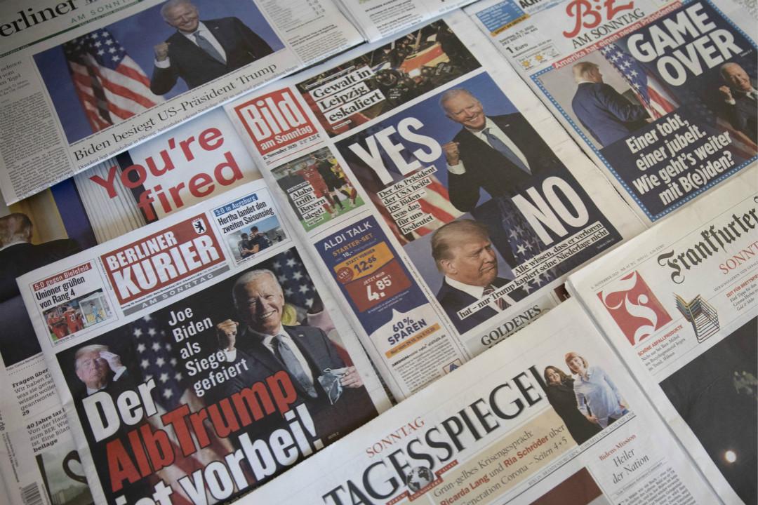 2020年11月8日,德國報紙報導拜登勝選美國總統。 攝:Maja Hitij/Getty Images