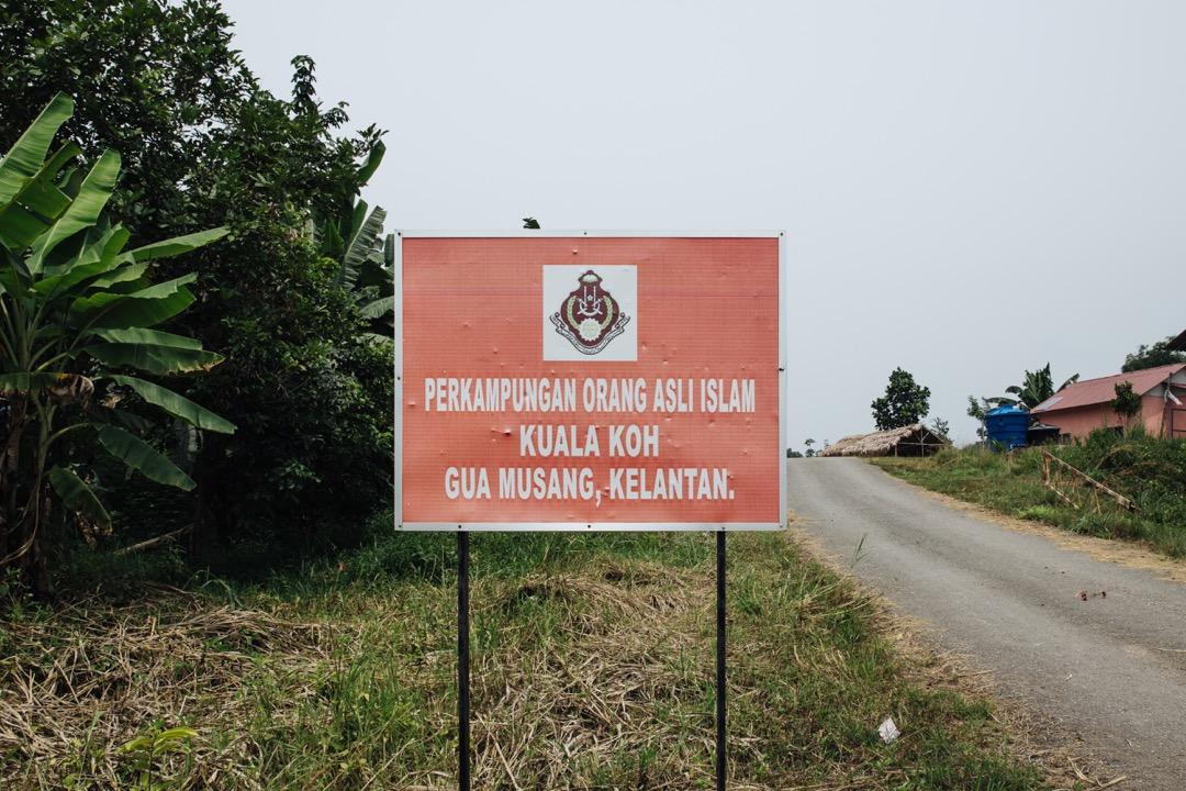 吉蘭丹宗教與馬來習俗理事會(MAIK)特意在瓜拉格村外,放置一個寫着「吉蘭丹話望生瓜拉格原住⺠伊斯蘭村」的招牌,強調這是一個穆斯林的村莊。