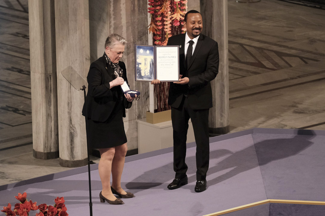 2019年12月10日,挪威奧斯陸,埃塞俄比亞總理兼諾貝爾和平獎獲得者阿比·艾哈邁德(Abiy Ahmed Ali),在奧斯陸市政廳舉行的諾貝爾和平獎頒獎典禮上。