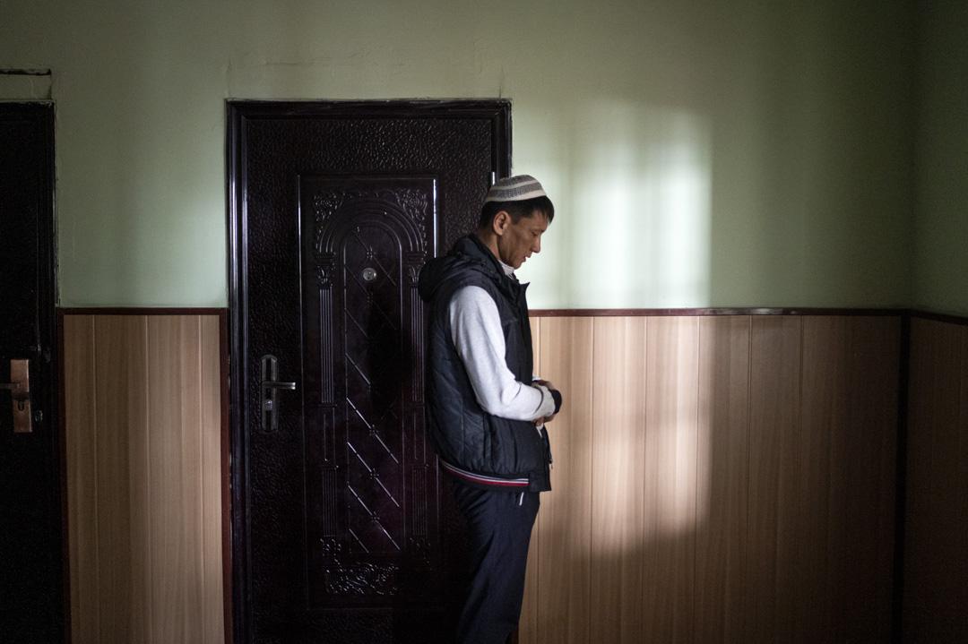 2020年1月3日,吉爾吉斯斯坦, 米爾方, 一名東干男人在清真寺祈禱。
