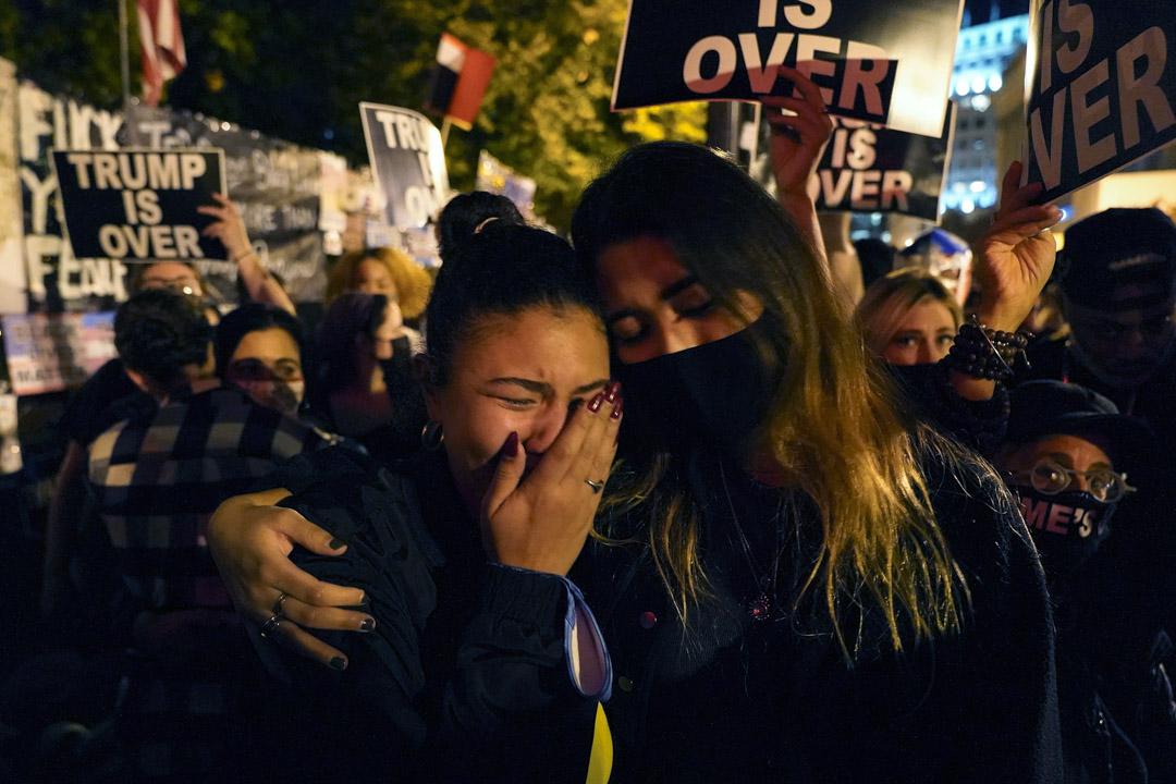 2020年11月7日,支持者在華盛頓觀看拜登勝利演說。