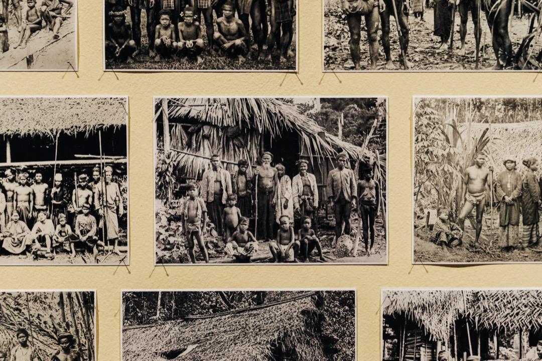 吉隆坡一個攝影展,牆上的照片為西馬原住民最早的照片,主要都是英國殖民者所拍攝的。