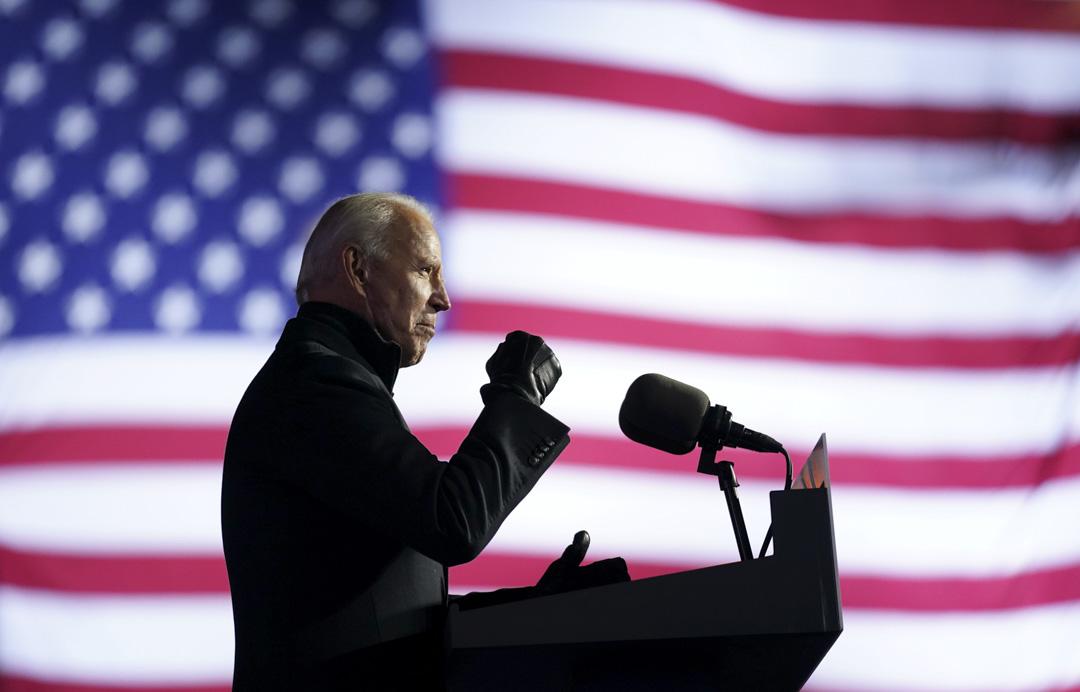 2020年11月2日,民主黨總統候選人拜登在美國賓夕法尼亞州匹茲堡的亨氏球場舉行的汽車駕駛集會上發表講話。
