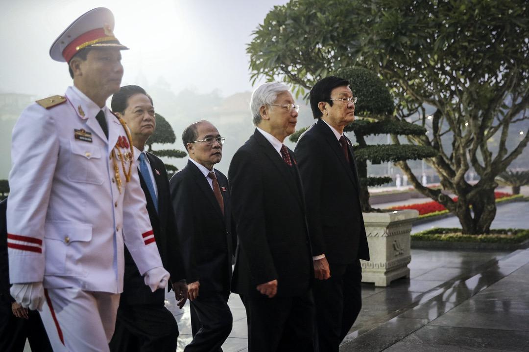 2016年1月20日,越南共產黨總書記阮富仲(中)、時任總理阮晉勇(左二)、時任國家主席張晉創(右)、時任國會主席阮生雄(左三)。