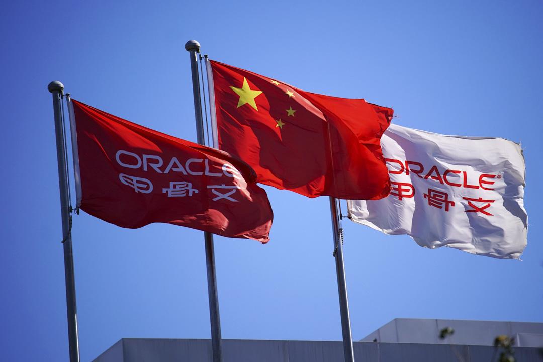 2020年9月16日,一面中國國旗在甲骨文公司的辦公大樓前飄揚。