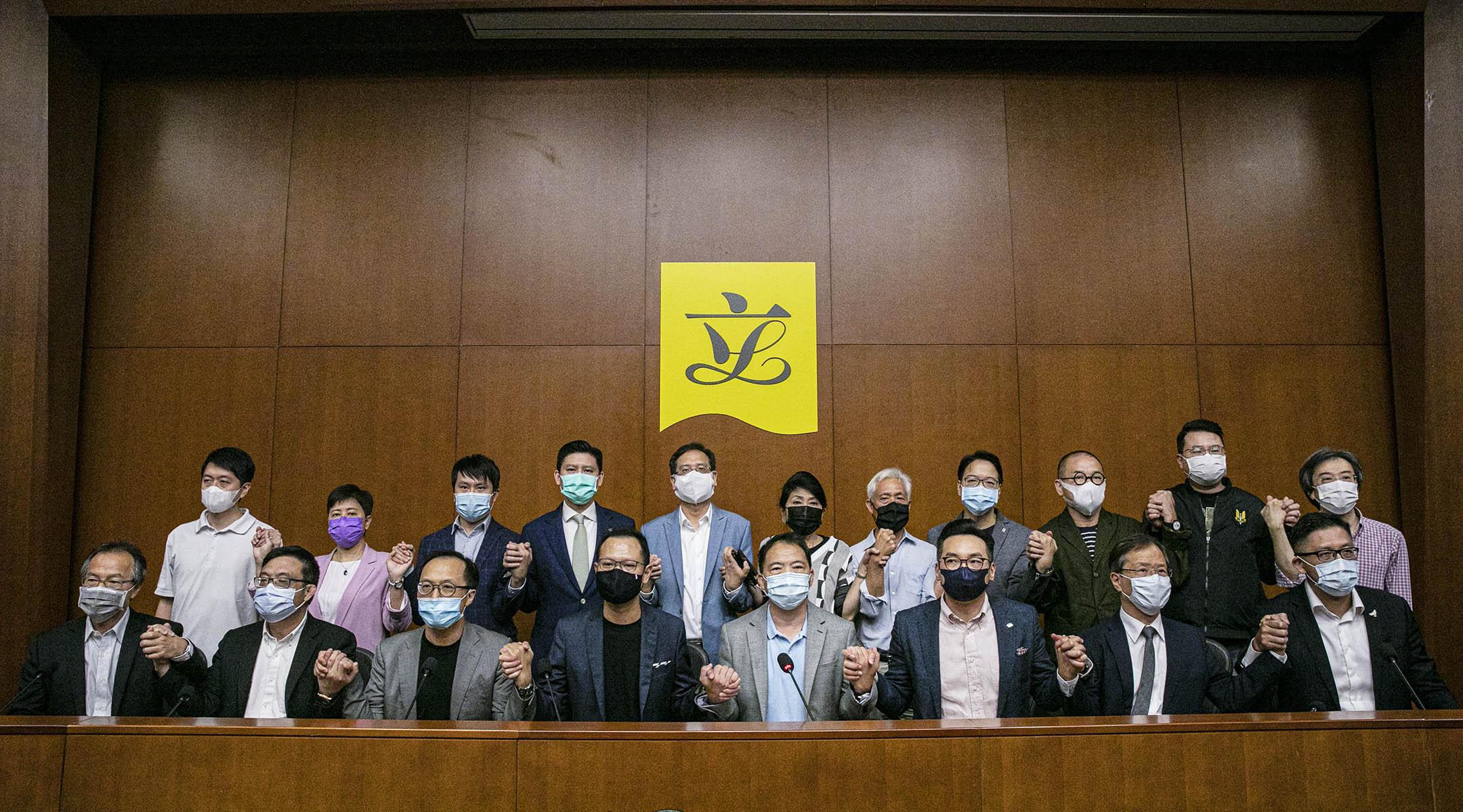 2020年11月9日,立法會民主派議員召開記者會。 攝:陳焯煇/端傳媒