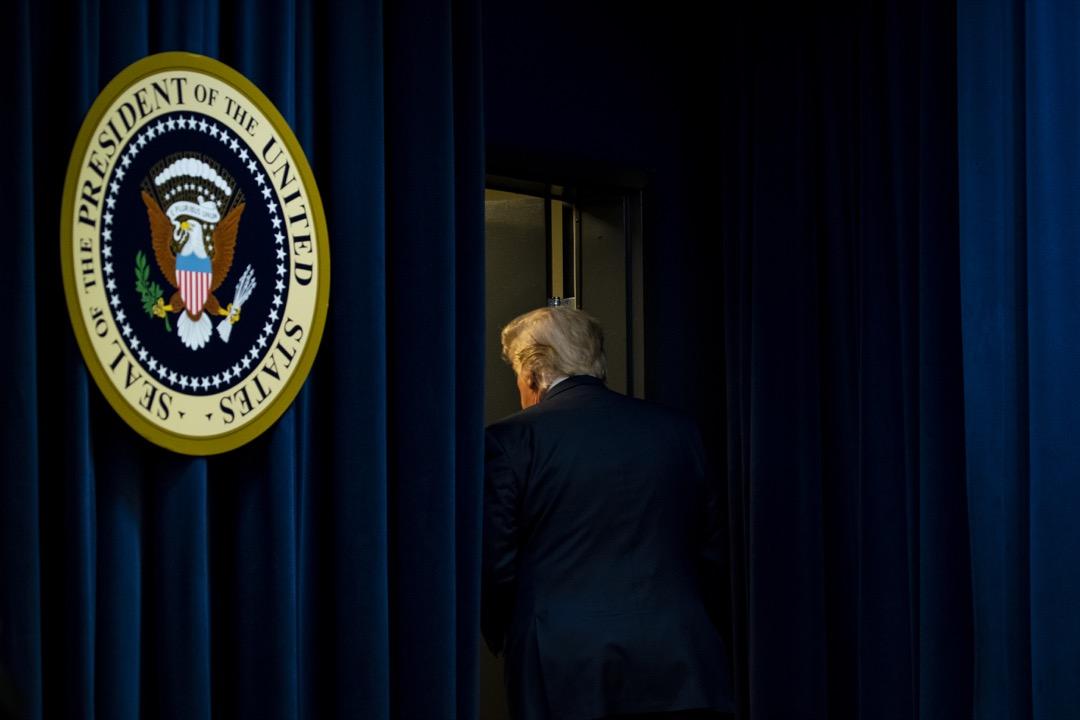 2019年12月19日,美國總統特朗普在一個活動場合發表演說後步離講台。