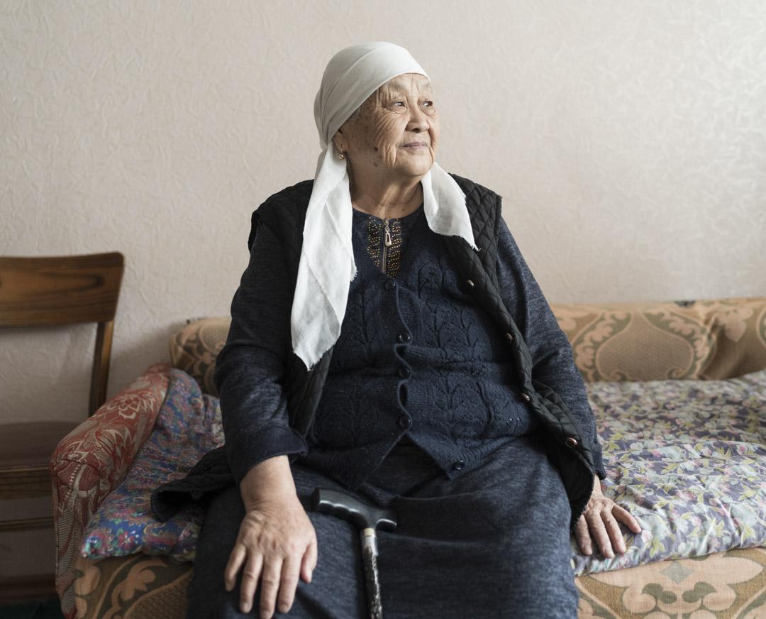 2020年1月3日,吉爾吉斯斯坦, 米爾方, 80歲的哈利馬·馬雅諾夫(Halima Majanov)在1960年代的文化大革命期間從伊犁移居到中亞。