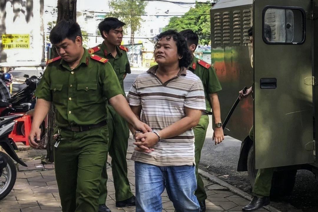 2018年9月24日,越南社運人士 Doan Khanh Vinh Quang 因在社交平台發表冒犯執政共產黨言論,並召集反政府示威,被判入獄27個月。