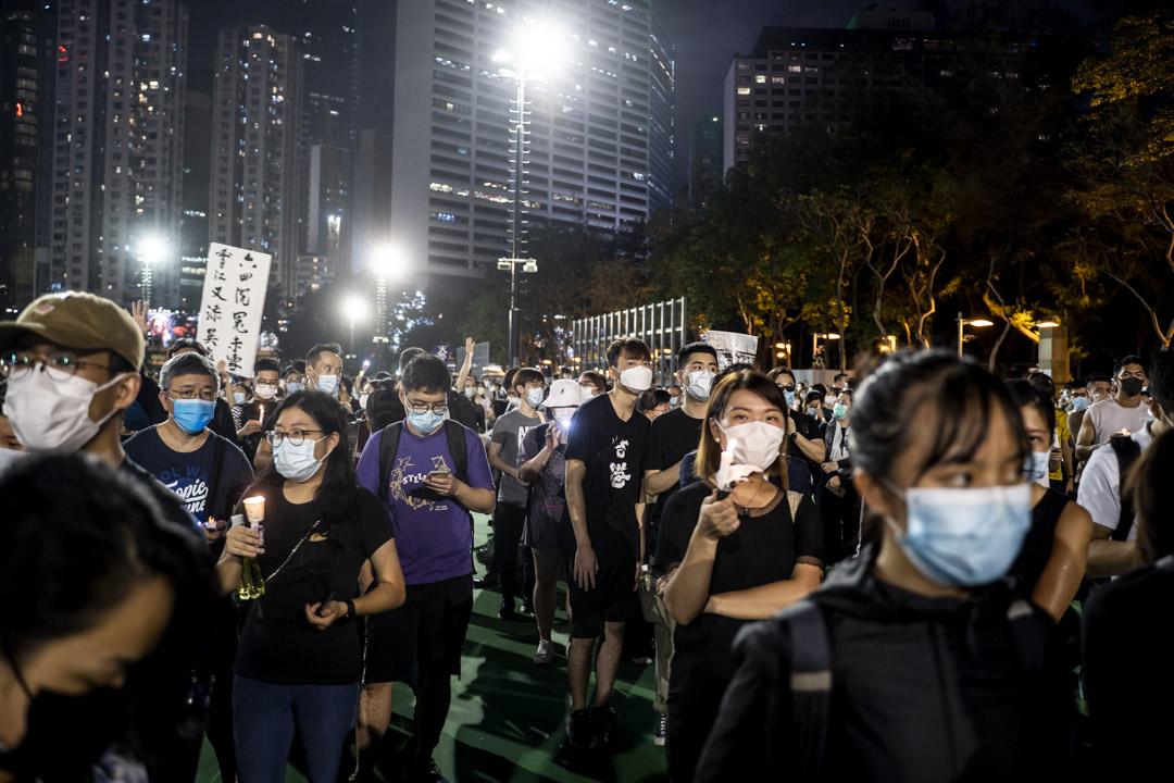 2020年6月4日,大批市民到維園足球場悼念六四。 攝:林振東/端傳媒