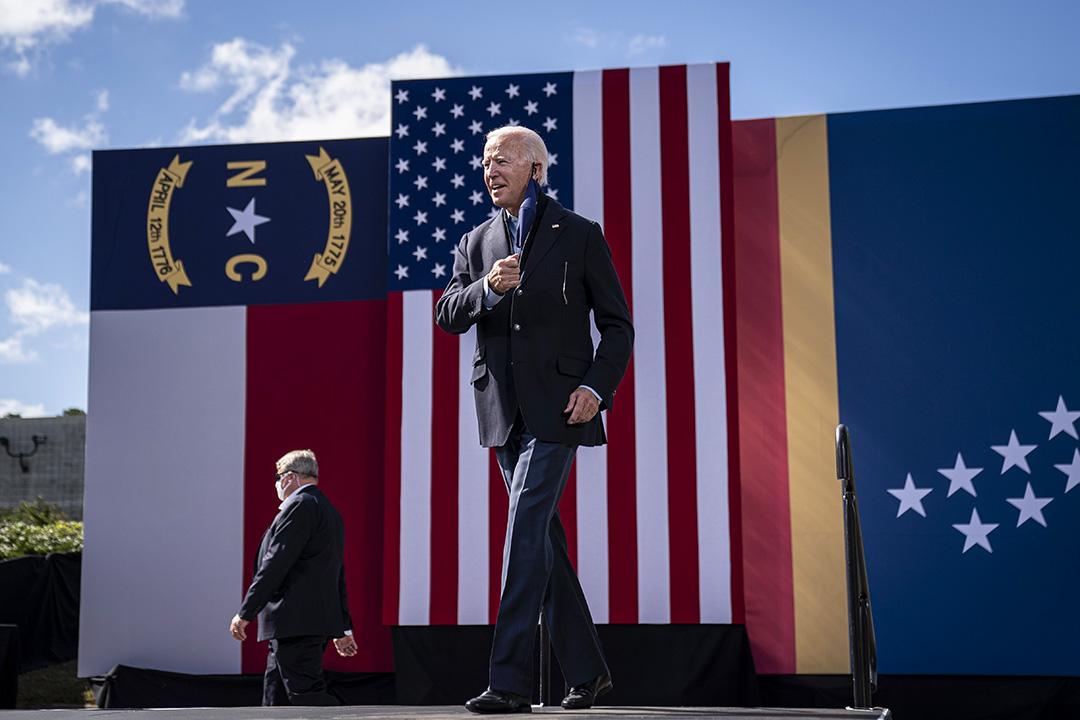 2020年10月18日北卡羅萊納州,民主黨總統候選人喬·拜登(Joe Biden)於里弗賽德高中參加競選集會。 攝:Drew Angerer/Getty Images