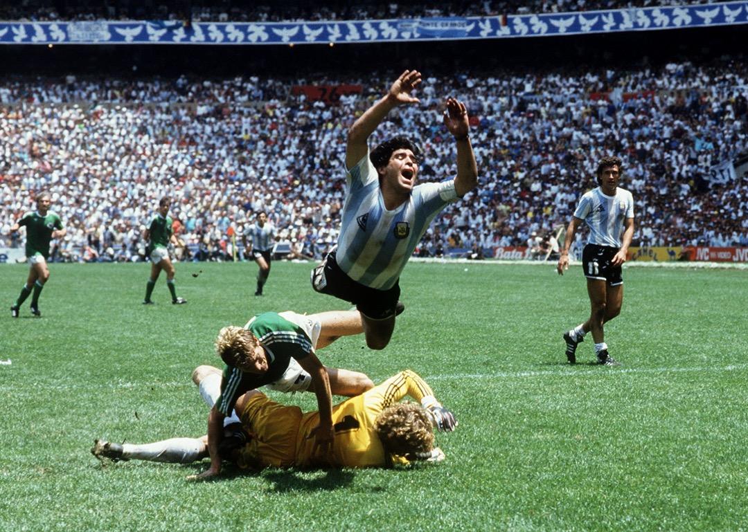 1986年墨西哥世界盃,馬勒當拿被對方後衞攔截後跳起,最後阿根廷以3-2擊敗西德,第2次奪得世界盃錦標。