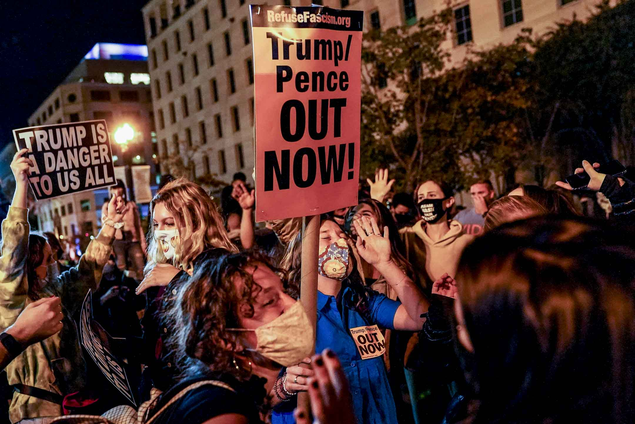 2020年11月4日,華盛頓於大選日的第二天,示威者在街上反對特朗普。