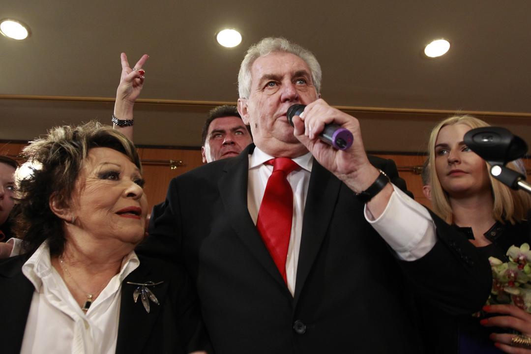 2013年1月26日,捷克總統候選人澤曼在選舉結果公布之際會見傳媒。