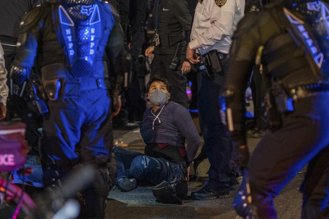 2020年11月4日紐約市,總統選舉的結果仍然不確定,抗議者上街時被警方拘捕。