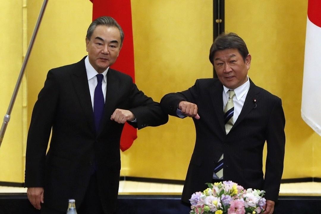 2020年11月24日,日本東京,中國外長王毅與日本外相茂木敏充舉行會談。 攝:Issei Kato/Getty Images