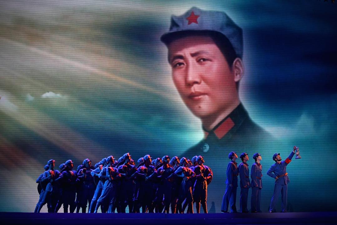2011年6月28日北京人民大會堂,舞蹈家在慶祝中國共產黨成立90週年期間表演。