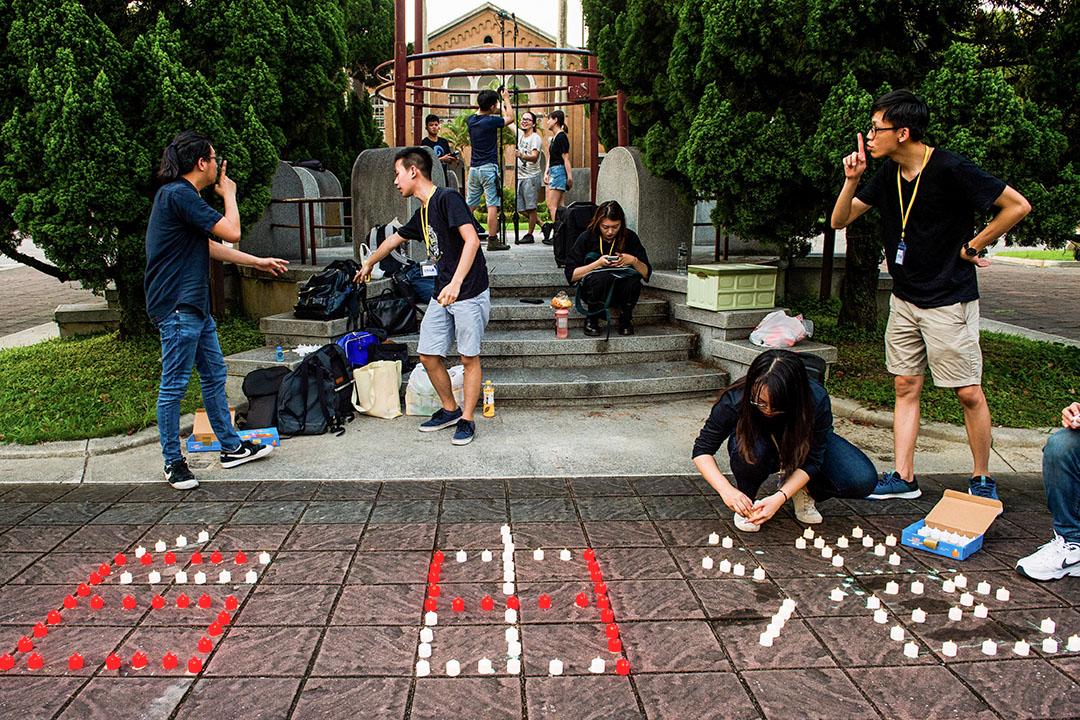 2020年6月4日台北,國立臺灣大學的學生在六四紀念活動中用蠟燭拼出「自由」二字。
