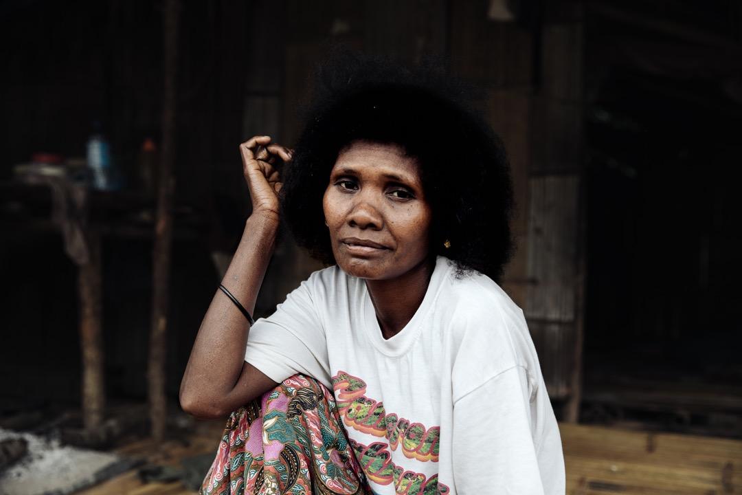 村長的妻子麗娜(Lina)。