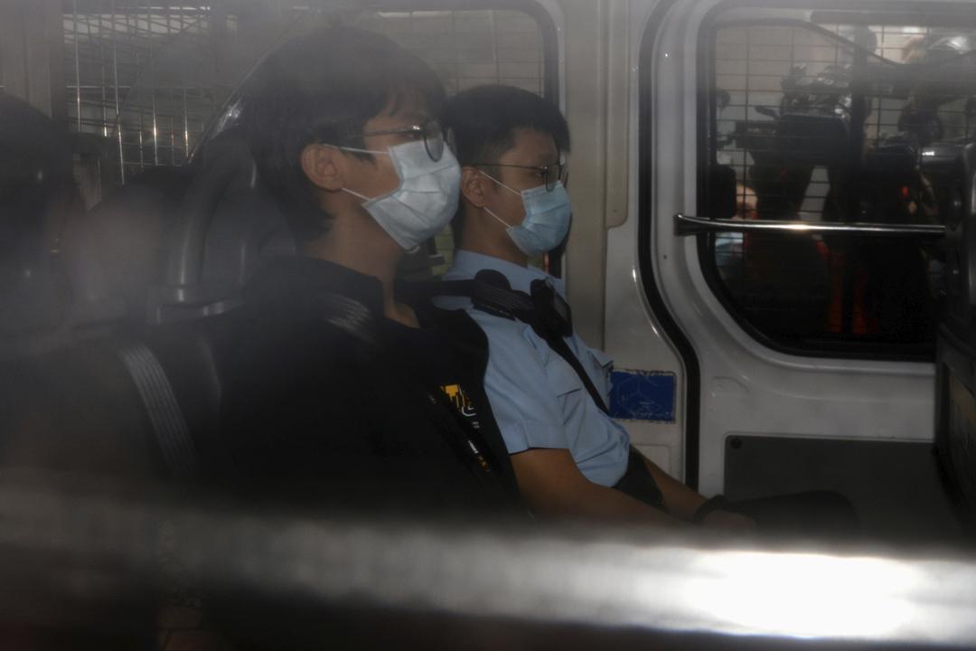 2020年10月29日,鍾翰林由囚車押解到法院應訊。 攝:Tyrone Siu / Reuters