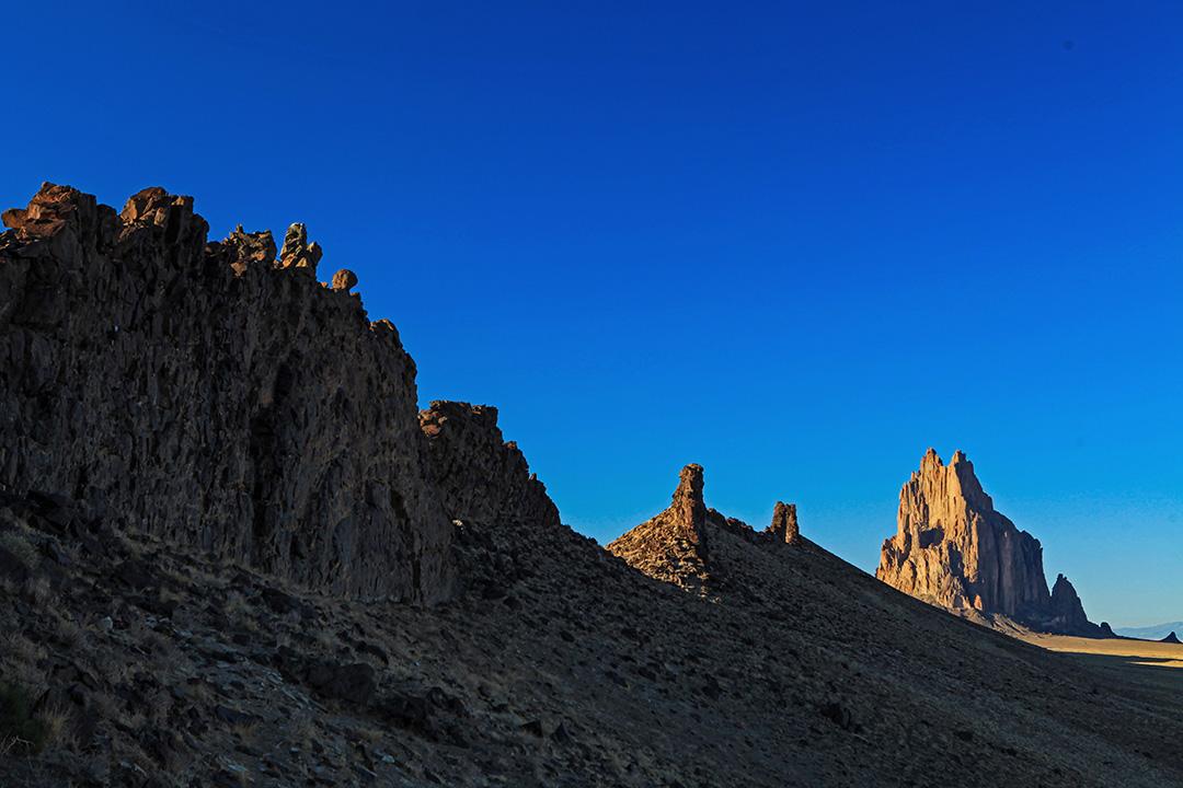 納瓦霍語中,這座岩石叫做「有翅膀的岩石」,被原住民奉為神石。