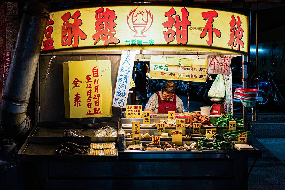 清醮期間,街上所有餐廳、小吃、生鮮賣店都會停賣葷食,全鎮皆素。